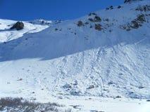 Poco avalanchas de la nieve en los Andes imagen de archivo