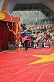 Poco bailarín del aro del hola del circo en la aldea de Disney Foto de archivo libre de regalías