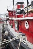 Poco barco rojo del tirón fotos de archivo libres de regalías