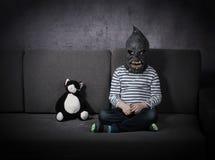 Poco concepto del niño del monstruo imagenes de archivo