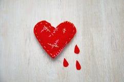 Poco corazón cosió todos en foco selectivo gritador de las cicatrices fotografía de archivo libre de regalías