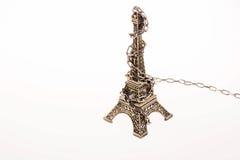Poco Eiffel Tower modelo en cadenas Fotos de archivo