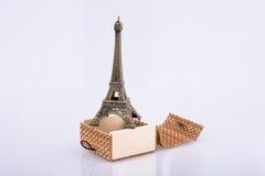 Poco Eiffel Tower modelo en caja Fotografía de archivo