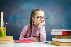 Poco estudiante caucásico pensativo Girl Study fotografía de archivo libre de regalías