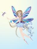 Poco fairy di volo che gioca con la libellula Immagine Stock Libera da Diritti