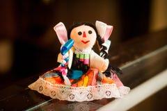 Poco giocattolo tradizionale messicano della bambola fotografie stock