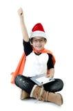 Poco muchacho asiático de la sonrisa con el sombrero de santa Foto de archivo libre de regalías