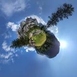 Poco pianeta della montagna nel cielo Fotografia Stock Libera da Diritti