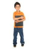 Poco ragazzo di banco che tiene un taccuino Fotografie Stock Libere da Diritti