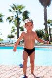 Poco ragazzo di gioia nuota nel mare Immagini Stock Libere da Diritti