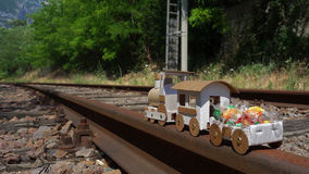 Poco tren de la cartulina foto de archivo