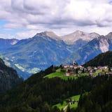 Poco villaggio dal Alpes Fotografie Stock Libere da Diritti