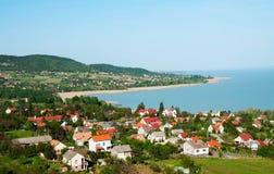 Poco villaggio nel lago Balaton fotografie stock