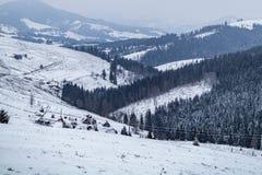Poco villaggio nelle montagne Immagini Stock Libere da Diritti