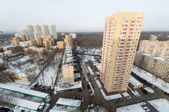Pocos edificios residenciales de gran altura en el complejo de viviendas de la isla de los alces Fotografía de archivo