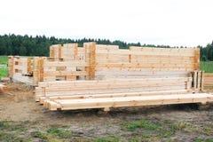 Początek budowa drewniany dom Bar profiluje i spada w pazę Kłaść w kącie halfback zdjęcia stock