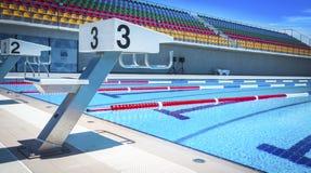 Początek pozycje w turniejowym pływackim basenie Fotografia Stock