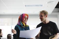 Początkowy biznes drużyny Brainstorming na spotkanie warsztacie obraz royalty free
