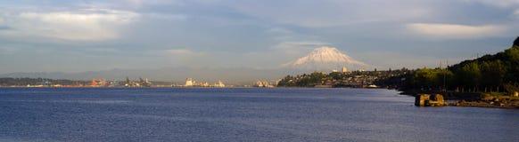 Początku Puget Sound Tacoma Mout Podpalane Panoramiczne Waszyngtońskie akademie królewskie obrazy stock