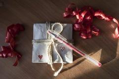 Pocztówka dla kochanka, notatki z czerwonymi sercami fotografia stock