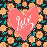 Pocztówka z sercem na ciemnym kwiecistym wzorze Obraz Royalty Free