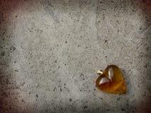 Pocztówka z złocistym sercem Zdjęcia Stock