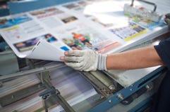 Poczta wykończeniowej linii prasowa maszyna Obraz Royalty Free
