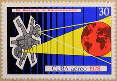 Pocztowy znaczek Kuba, dedykujący Międzynarodowy dzień telekomunikacje obraz royalty free