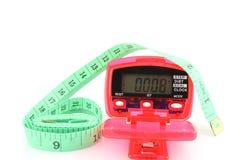 Podómetro con cinta métrica imagenes de archivo