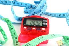 Podómetro con cintas métricas imagen de archivo libre de regalías