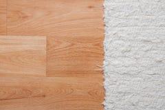 Podłoga z białym dywanem Obraz Stock