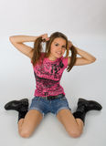 podłogowej dziewczyny ładny siedzący nastoletni Obraz Stock