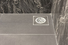 Podłogowy odciek w łazience fotografia stock