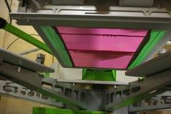Pod ekranem na parawanowej drukarce obraz stock
