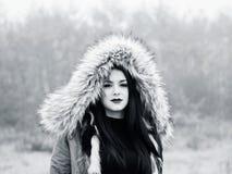 Pod kapiszon nastoletnią dziewczyną Fotografia Royalty Free