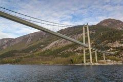 Pod Lysefjord mostem, łódkowata perspektywa Oanes, Norwegia fotografia royalty free