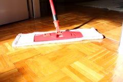 Podłogowy cleaning w domu Obrazy Stock