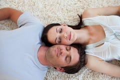 podłogowy pary lying on the beach Obraz Royalty Free