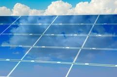 pod słonecznym panelu niebem Obrazy Stock