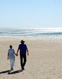podaj gospodarstwa beach Zdjęcia Royalty Free