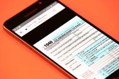 Podatek forma na smartphone Obrazy Stock