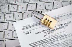 Podatku biuro kontroluje biznes przez interneta Obraz Royalty Free
