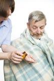 podawanie leków pielęgniarki Fotografia Stock