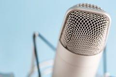 Podcasten lizenzfreie stockbilder