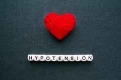 Podciśnienie - Niski ciśnienie krwi Słowa podciśnienie od białego bl obraz royalty free