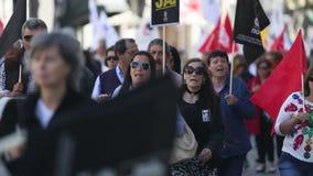 Podczas świętowania Maja dzień w centrum miasta Ogólna konfederacja Portugalscy pracownicy zdjęcie wideo