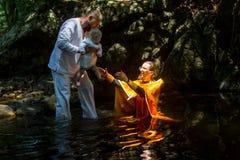 Podczas chrzczenia - Chrześcijański sakrament duchowy narodziny Obrazy Royalty Free