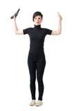 Poddania pojęcie Okaleczający kobieta szpieg patrzeje kamerę w czerni ubraniach z nastroszonym ręki mienia pistoletem Zdjęcia Royalty Free