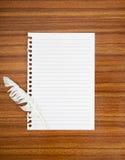Poddanie notatka z białym piórkiem, pojęcie Tchórzliwość, porażka, etc obrazy stock