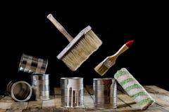 Pode da pintura e da escova pendurar no ar Escova de pintura e pintura Imagem de Stock Royalty Free